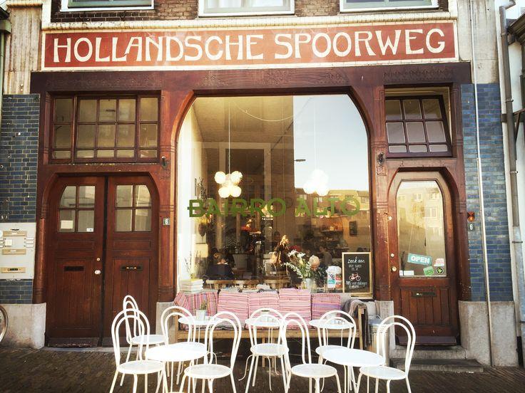 Nijmegen barst van de leuke, hippe hotspots maar Bairro Alto is toch wel mijn favoriet. Het is een relaxed tentje waar je rustig je dag kunt beginnen. Zodra ik in Nijmegen ben ga ik hier altijd even koffie drinken, lunchen of ontbijten. Het ligt verscholen in een zijstraatje achter de Grote Markt en je moet...