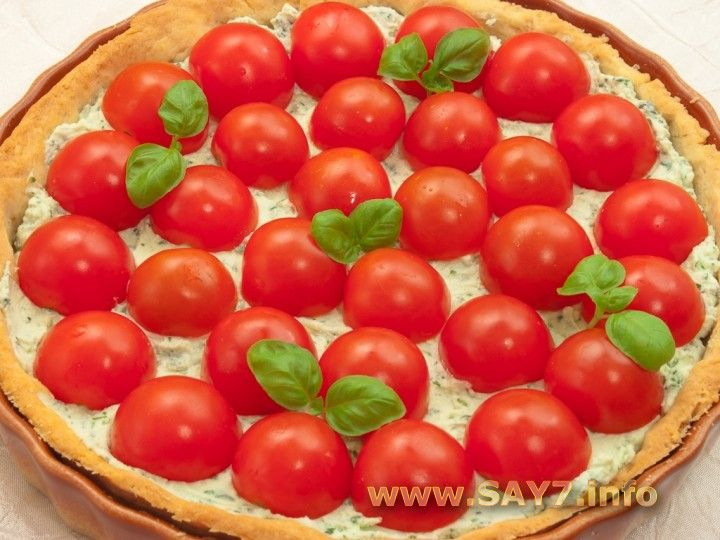 Cake with ricotta and tomatoes