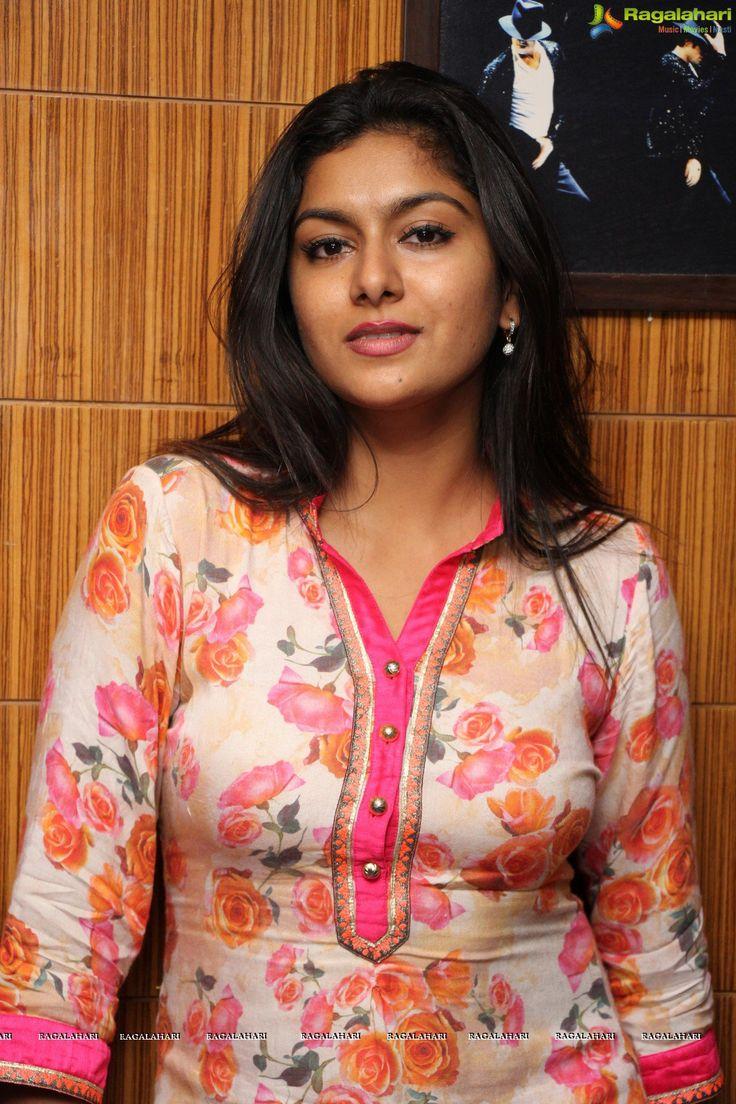 http://www.ragalahari.com/actress/78570/actress-sai-akshatha-yes-mart-neelima-birthday-bash-photos/image1010.aspx