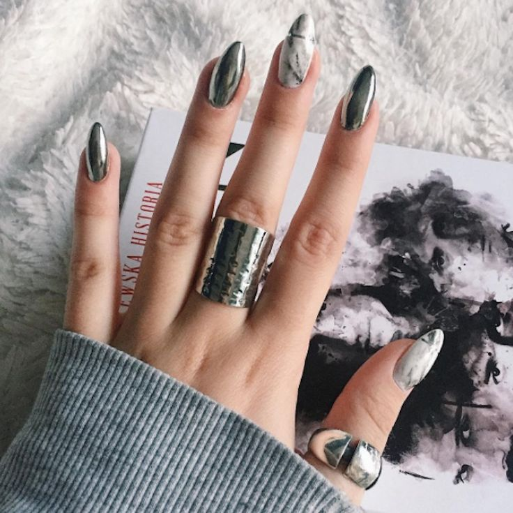 This major nail trend takes its inspiration from healthy Instagram #beauty #fas…