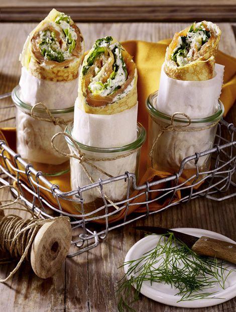 Wrap-Röllchen mit Lachs und Meerrettichcreme       Zutaten für 4 Personen:  200 g geräucherter Lachs in Scheiben, 1 Becher (150 g) miree mit fri