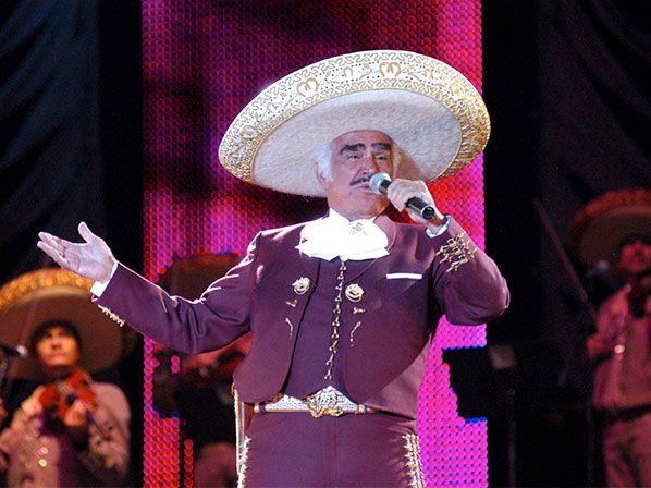 A través de un programa de televisión el cantante de la música ranchera reconoció tener un problema en su organismo.