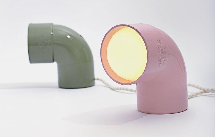 Une lampe créée à partir d'un coude en PVC – M. Bousquet/Le Grand Appartement/Pyramyd