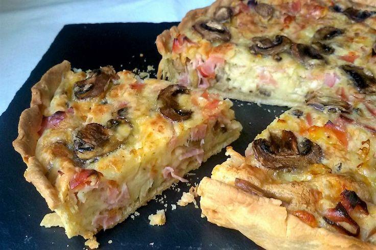 Quiche de jamón y queso con champiñones Hoy os acerco una de mis recetas favoritas: la quiche. Cuando pensamos en pasteles, casi siempre nos imaginamos un postre o algún bollito…
