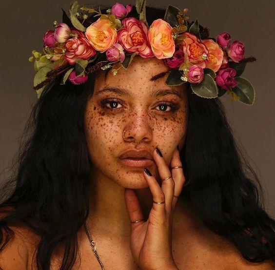 Natural Hair Queen, Black Beauty, Black Girl, Natural Hair Style, Dark Skin Make Up, Flower Crown, Freckles, Black Hair, Curly Hair