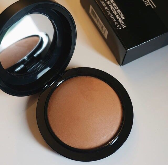Mac Give Me Sun: Such a beautiful shade to bronze your face with! Very warm, so it suits my yellow undertone well.
