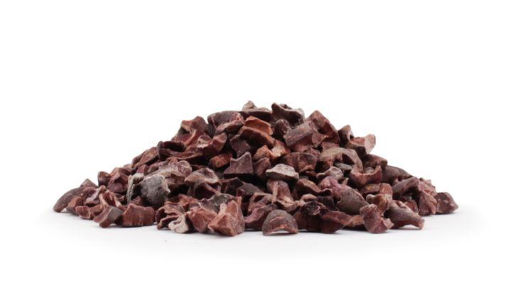 Découvrez nos éclats de Cacao crues biologiques PRANA, obtenus par broyage grossier des fèves de cacao crues. Ils peuvent être ajoutés dans les desserts!
