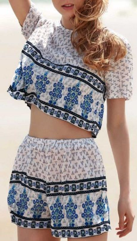Super Cute! Cropped Short Sleeve Blue White and Black Printed Fabric T-Shirt and Shorts Twinset #Cute #Summer #Beach #Twinset #Fashion