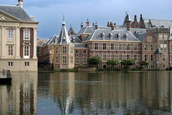 'Binnenhof with hofvijver', parliaments buildings with pond