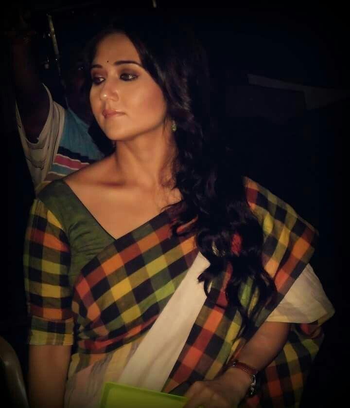 Love this Bengali actor n her saree.