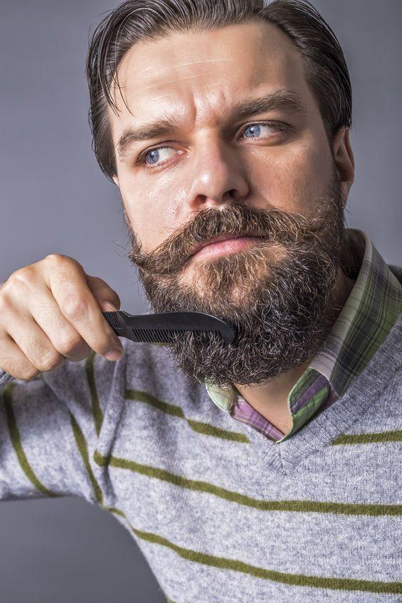 Bartkamm oder Bartbürste? Hier findest Du die Antworten. #bartkamm #bartbürste #bartpflege #barber #barbertrends #bartschneiden #barttrimming #barbershop