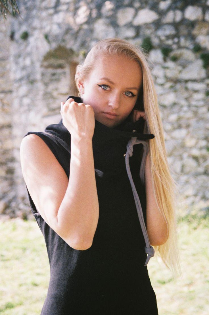 Fall Winter 2015 - Long cotton vest http://dressign.com/dressign_collection-2015-fallwinter/ #fallfashion #streetstyle #sweater #vest #black #fashiondesign