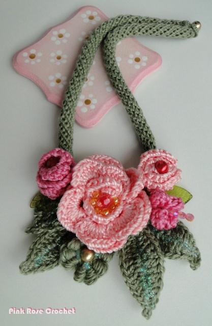 Pink Rose Crochet: COLAR com CORDÃO e FLORES