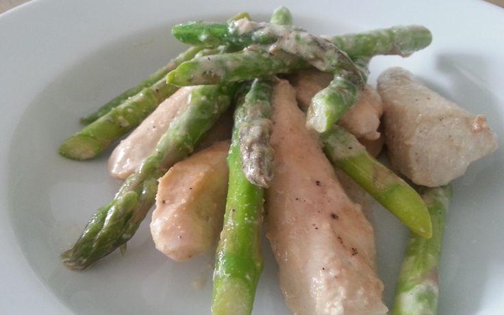 Groene asperges met kip in roomsaus, recept passend in een koolhydraat arm dieet of eetwijze onderdeel van de gobento.nl weekmenu's.