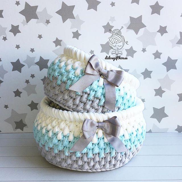 Renk kombini müşterimden örmesi benden☺️ güzel günlerde kullanılsın #hediyelik #bebekhediyesi #bebek #tasarım #bebekodası #sepet #tığörgü #elörgüsü #dekorasyon #evim #örgüsepet #penyesepet #penyeip #crochet #handmade #crochetbasket #tshirtyarn #crochetbanner #crochetaddict #crocheted #gift #interior #home #decoration #decorationideas #homesweethome