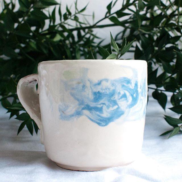 Kahve? Gökyüzü serisi; Beyaz çamur, beyaz slip, mavi engobe. #günaydın #vscocam #vscoturkey #morning #coffee #vscocam #ceramic #keramika #clay #handmade