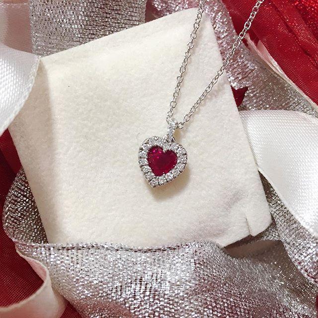 Girocollo in oro bianco con cuore di rubino 0,54ct e diamanti 0,16ct F VS - MIRCO VISCONTI - Cicala.it