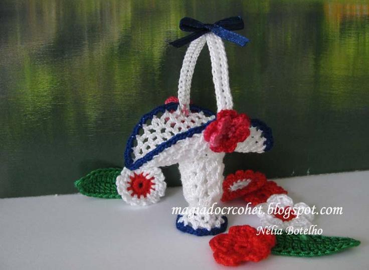 Cestinha em crochet com cerca de 5 cm de altura