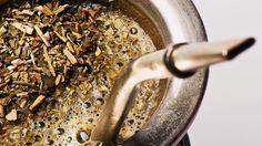 ¿Cómo preparar un mate? http://www.clubdelmate.com/videos-sobre-yerba-mate/como-preparar-un-mate-how-to-prepare-a-mate-yerba-mate-infusion.html