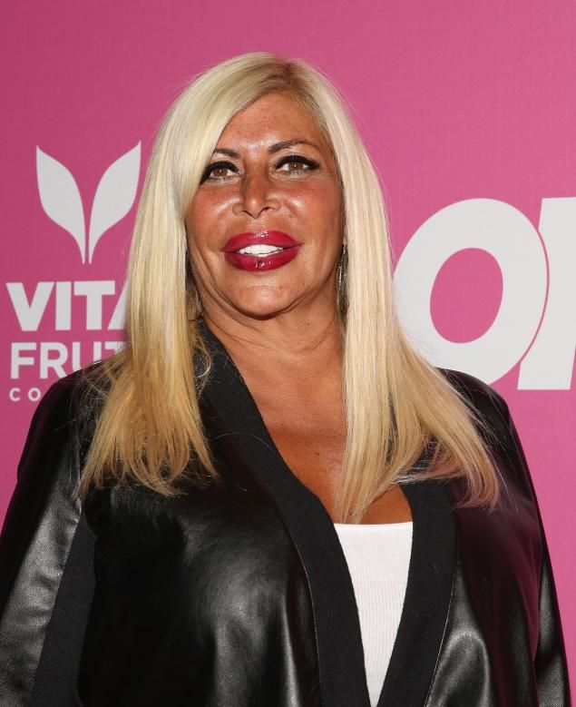 Angela (Big Ang) Raiola died after battling stage 4 brain and lung cancer, she was 54 years old. Febrero 18, 2016.