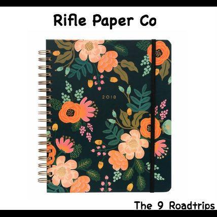 【2017年8月〜2018年12月】Rifle Paper.Co(ライフルペーパー)新作 手帳  カラフルな可愛い花柄のRifle Paper.Co(ライフルペーパー)の手帳★ 毎週17カ月+月間カレンダーページあり メモリのついたポケットフォルダからノート、 連絡先まで、124ページのボリューム!  是非来年の12月まで使ってみませんか?