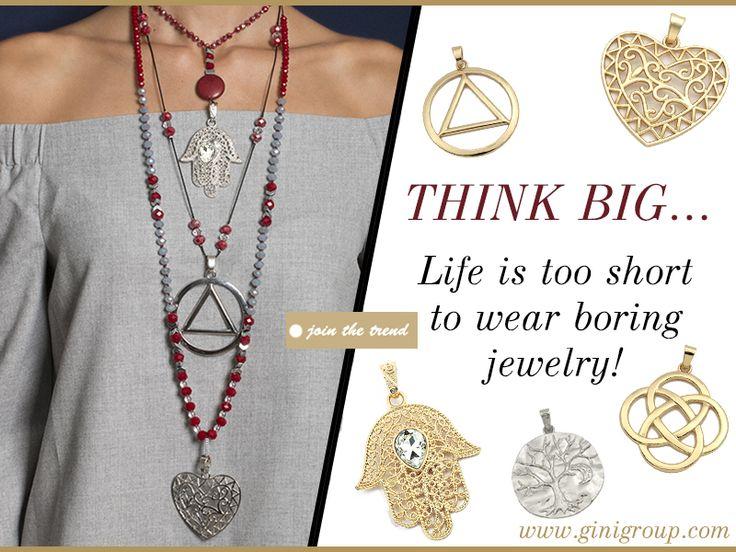 Δημιούργησε ένα εντυπωσιακό look, με rosario από μεταλλικά στοιχεία κρεμαστά, μεγάλου μεγέθους !!!  Συνδυάζονται άψογα με κρύσταλλα & ημιπολύτιμες πέτρες !!! Θα τα λατρέψεις …  Ανακάλυψέ τα εδώ: https://goo.gl/wlz1Ia
