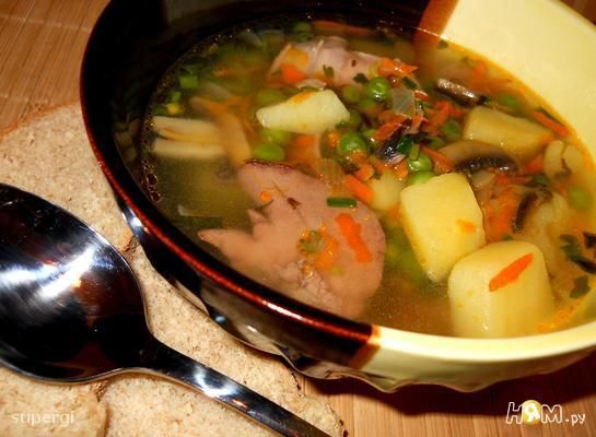 Суп из кролика с горошком и грибами