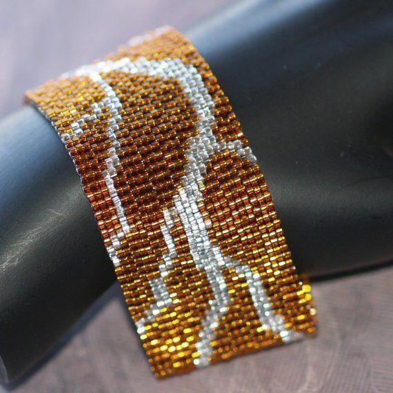 Gebroken... Bangle Bracelet. Peyote manchet. Bronzen en zilveren armband. Glamoureuze sieraden. Abstracte sieraden. Handgemaakte sieraden