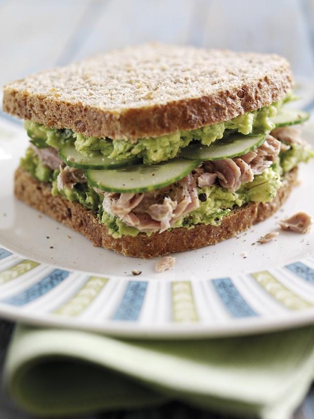 Super sandwich à l'avocat et au thon