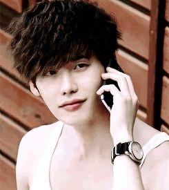 Lee Jong Suk #reaction #phone #doctor stranger