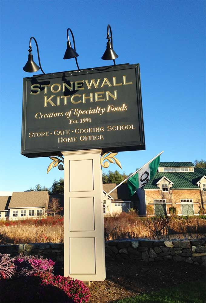 Stonewall Kitchen in York, Maine. A true destination to put on your New England bucket list. Gourmet shopping, eating, and even a top-notch cooking school. This is a delicious blog post about Stonewall Kitchen and Ogunquit, ME!