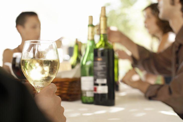 Tutkimus:+Valkoviiniä+juovilla+korkeampi+riski+sairastua+melanoomaan