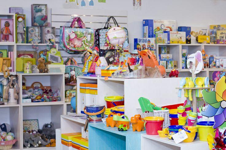 (c) Vnímavé hračky, predajňa v OC Cubicon