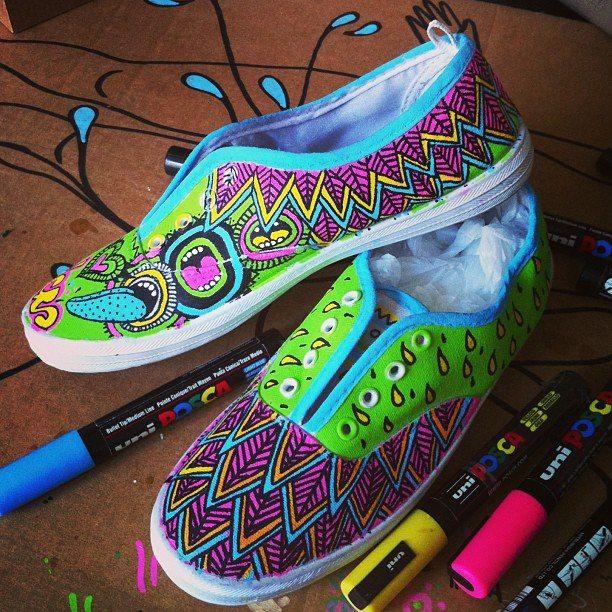 Zapatillas pintadas a mano. Compralas en http://www.pnitas.es/comprar/ropa-exclusiva-original-series-limitadas-estampados/zapatillas-personalizadas-pintadas-a-mano/
