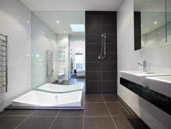 Classic bathroom design with corner bath using ceramic - Bathroom Photo 230180