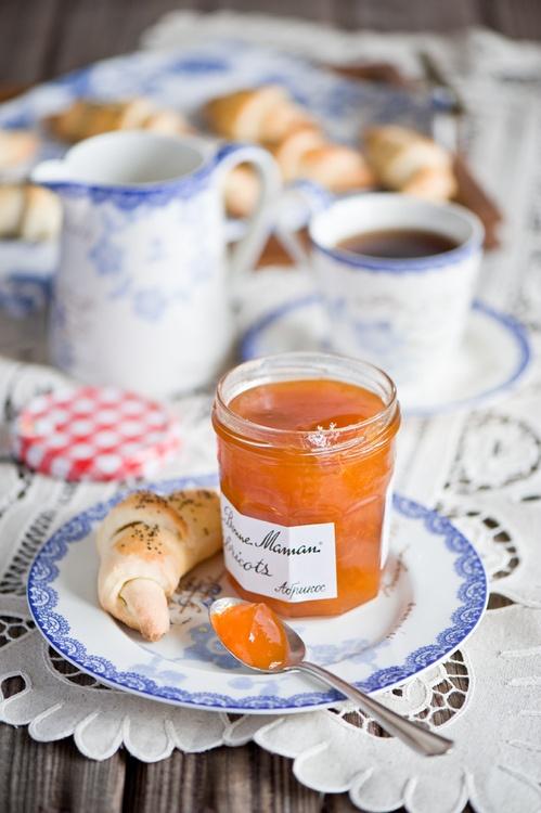 tea & croissants for breakfast