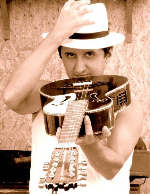 """No dia 11 de abil, às 12h, o Sesc Ipiranga recebe show de Miltinho Edilberto, com entrada Catraca Livre. O violeiro é respeitado por grandes nomes da música regional como Renato Teixeira, de quem é afilhado musical e parceiro. Miltinho toca viola de 10 cordas e mistura forró com uma entonação caipira autoral. Além de...<br /><a class=""""more-link"""" href=""""https://catracalivre.com.br/geral/agenda/barato/miltinho-edilberto-se-apresenta-no-sesc-ipiranga/"""">Continue lendo »</a>"""