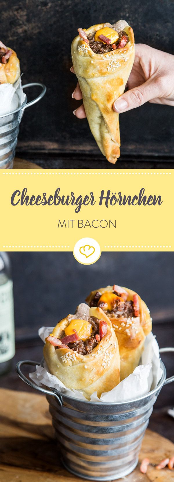 Hier gibt es den beliebten Cheeseburger-Geschmack in einem Hörnchen. Denn Hackfleisch, Käse und Bacon werden im Pizzateig aufgerollt und gebacken.