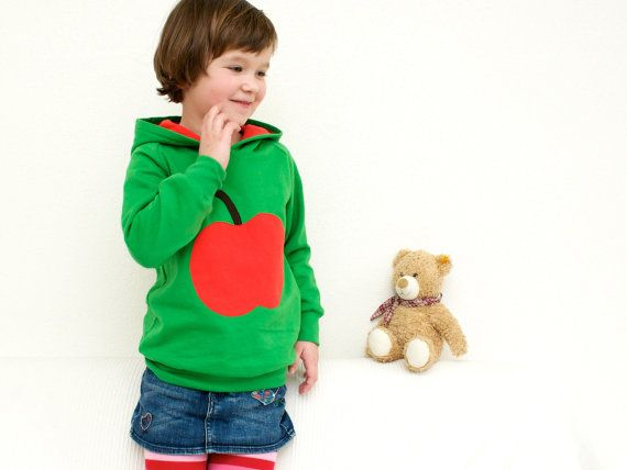 An apple a day - keeps the doctor away :-) emerald green hooded jumper for kids with big lined hood and appliqué apple in red - YUMMY! Perfect as birthday present for girls or boys by internaht, €49.00
