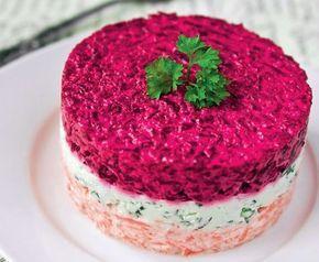 Nu există masă de Revelion fără o saltă cu maioneză! Noi facem o salată în straturi care an de an a avut un succes clar!