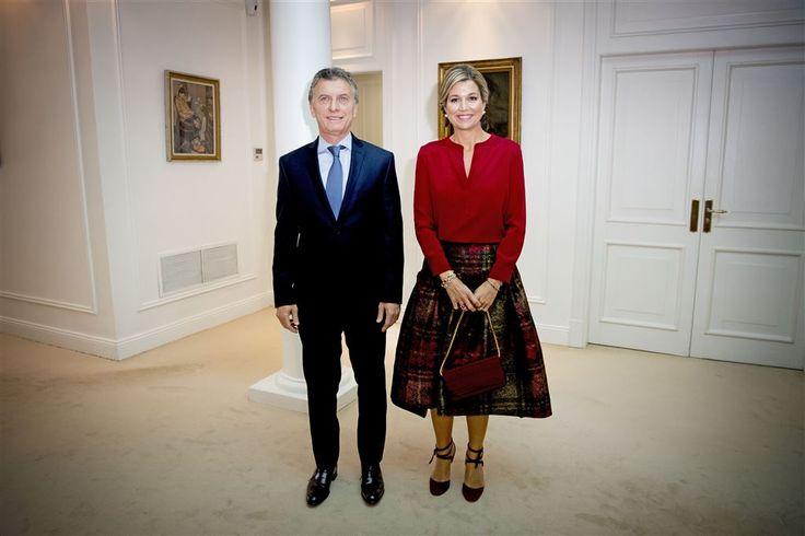 """OLIVOS - Koningin Máxima is woensdagmiddag in Quinta de Olivos, de officiële residentie van de Argentijnse president Maurico Macri, ontvangen voor een werkbespreking en aansluitende privélunch. Daarbij was ook zijn echtgenote Juliana Tawada aanwezig. """"Ik ben voor het eerst in Olivos"""", aldus de koningin. (Lees verder…)"""