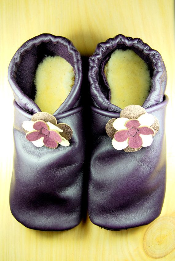 Adult Moccasins- US7 - Ladies Moccasins, Womens Moccasins, Flower Moccasins, Ladies Leather Shoes, Handmade Ladies Shoes, Sheepskin #babyshoes #leathershoes