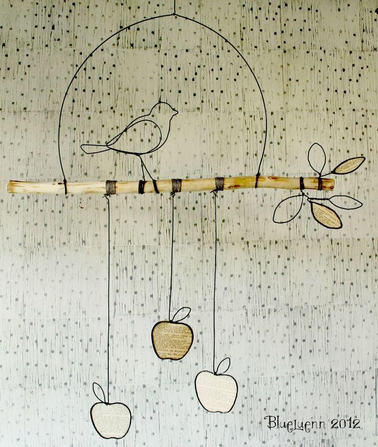 Un oiseau sur une branche de pommiers - Fil de fer