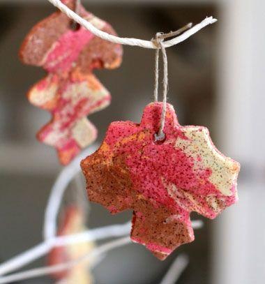 Marbled autumn leaf salt dough - fall kids craft // Márványos őszi só-liszt gyurma falevelek (gyurma házilag) // Mindy - craft tutorial collection // #crafts #DIY #craftTutorial #tutorial #Recipe