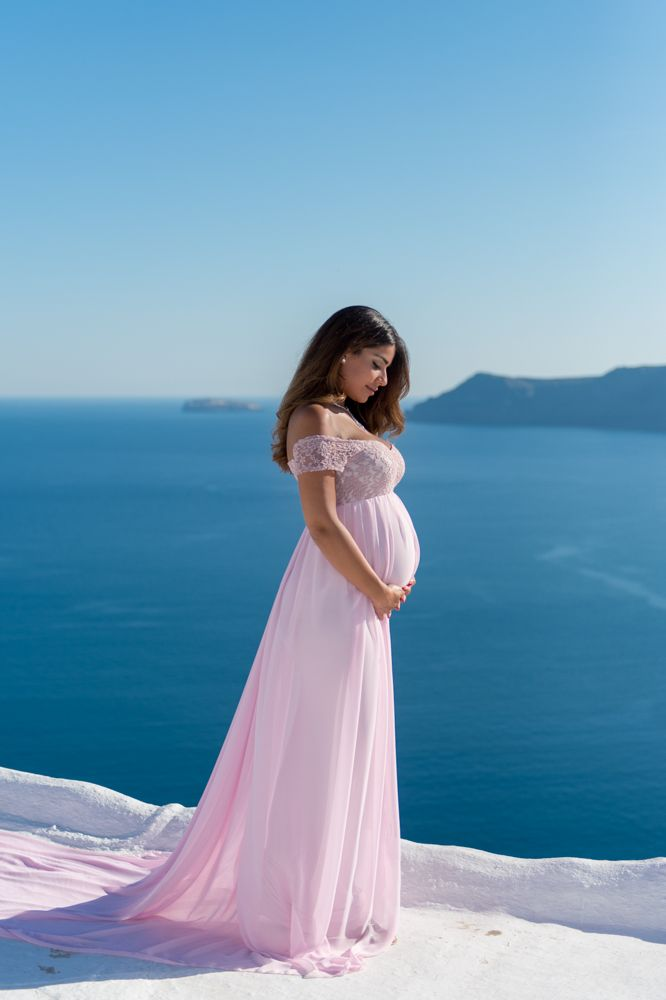 Maternity photoshoot in Santorini Greece by Phosart team!