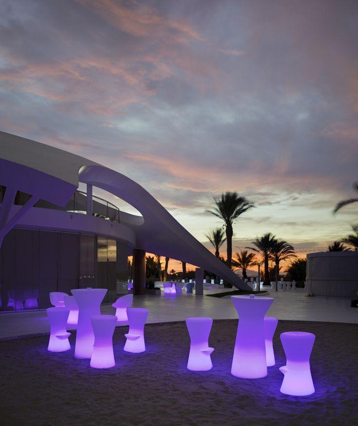 Spectacular Mesa con luz CAPRI LIGHT para uso exterior o interior fabricado con polietileno de baja