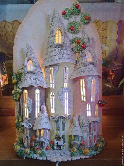Купить или заказать Бра-ночник 'Волшебный город'. в интернет-магазине на Ярмарке Мастеров. Бра - ночник(настенное) ручной работы , керамическое. Возможны различные формы ,дополнения и цветовая гамма. Для интерьера, создает уют и теплую атмосферу в доме. Будет оригинальным подарком .