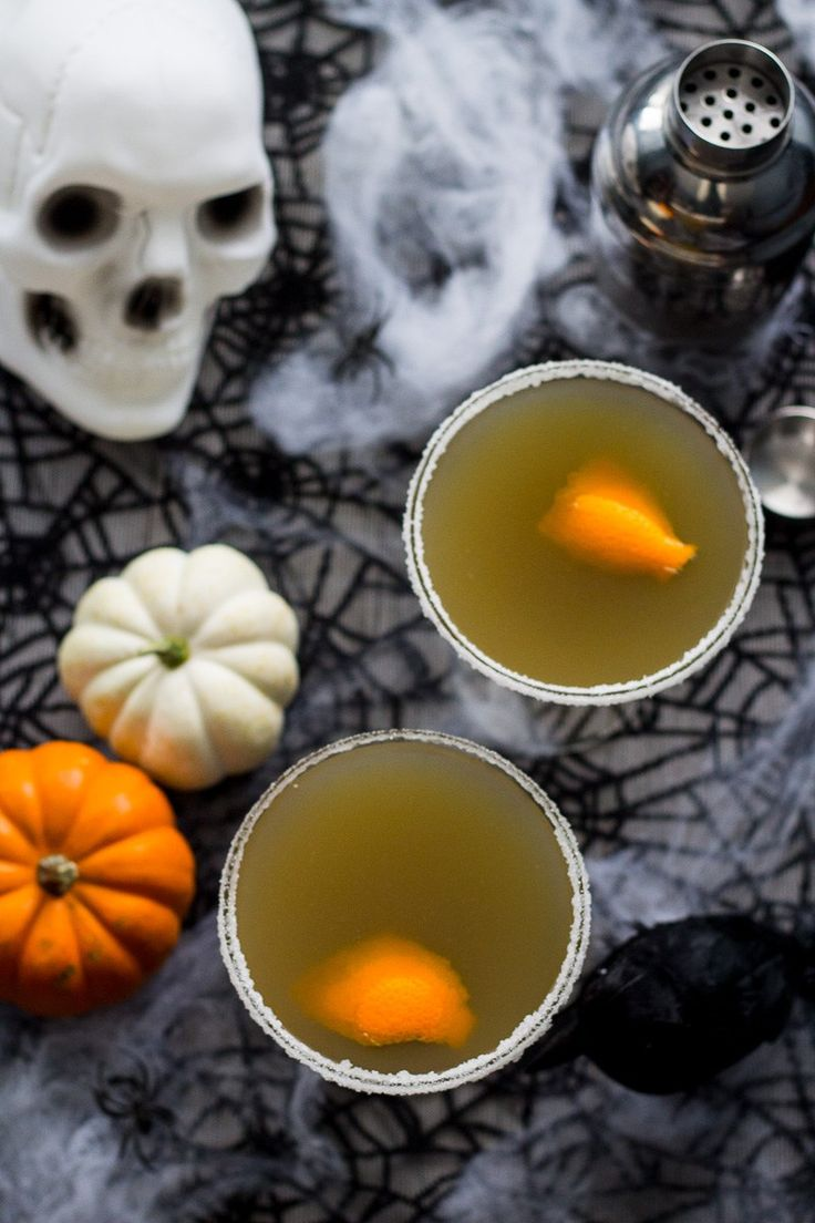 These Pumpkin Chai and Liquorice Martinis are the spookiest adult treat to ring in Halloween with this year, and a smooth cocktail made with spiced black tea, orange juice and liquorice syrup.