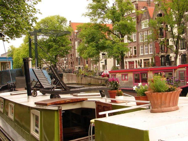 Boot in Amsterdam, Niederlande. Mijn ruimte is geschikt voor stellen, gezinnen (met kinderen) en harige vrienden (huisdieren).