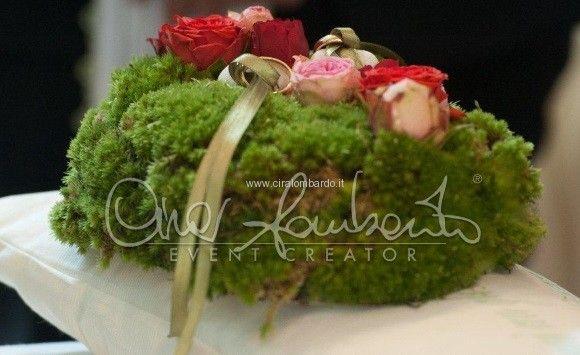 Cerimonia nuziale emozionante. Un portafedi personalizzato by Cira Lomabrdo per entrare nel giardino dell'amore | Cira Lombardo Wedding Planner
